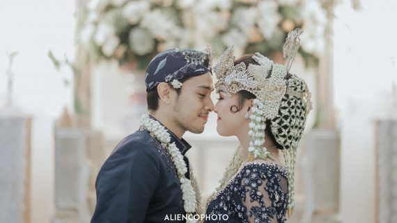 Dekorasi Penuh Bunga by Sista Decoration di Pernikahan Ana & Willy